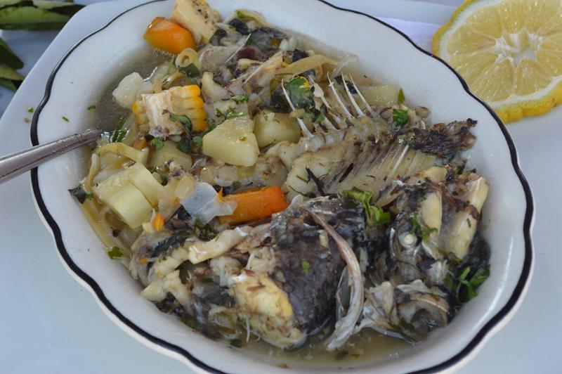 Esto fue una novedad. Puchero de pescado. Casi un caldo de pescado pero sin elemento graso.