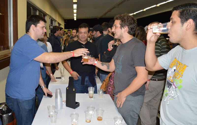 Días pasados se realizó en el Jockey Club del Paraguay la premiación del primer Concurso de Cerveza Casera. Hubo degustación de cervezas de los principales productores locales.