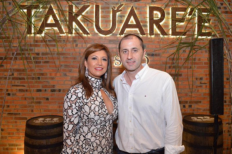 María Salinas y José Torrijos dueños del nuevo Takuare´e resto, que ahora tendrá una versión a la parrilla.