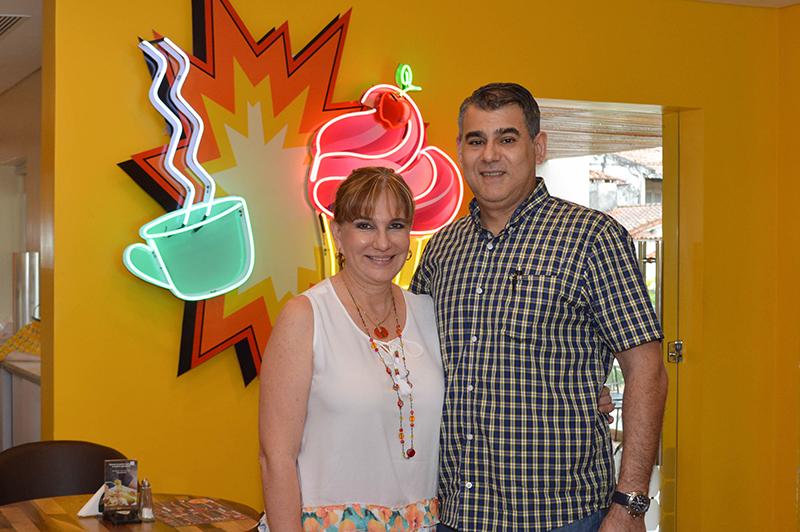 Claudia Bobadilla y Marcelo Genes, el matrimonio propietario de Honey. Dijeron que todo este crecimiento que han logrado en este tiempo, lo deben especialmente a su fiel clientela, y también al esfuerzo y predisposición de sus colaboradores.