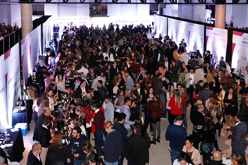Foto de la última Expo Vino. Se va a extrañar la multitud pero no la cantidad ni la calidad de los vinos. Se hará en el Hotel Sheraton.