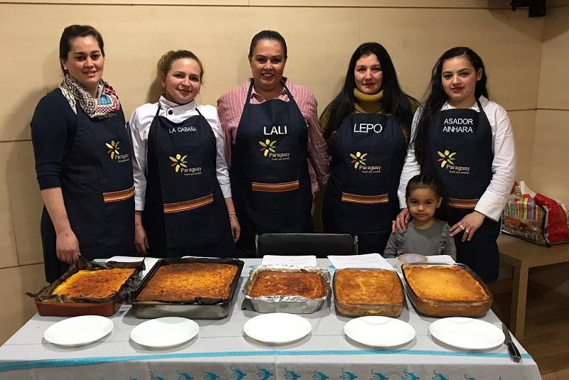 Foto de los participantes de la segunda edición de la ruta de la sopa paraguaya realizada en Madrid, en el 2018. Ganó Lali Bar, en segundo lugar se ubico La Cabaña y en el tercer lugar Bar Lepo. (Foto gentiliza de la Club de la Cultura y Gastronomía Paraguaya en España).
