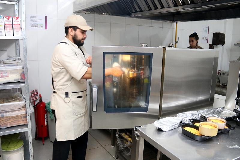 Si bien lo principal en La Faena son las carnes a la parrilla, el restaurante tiene una cocina muy bien equipada por NGO incluyendo el horno inteligente Rational.