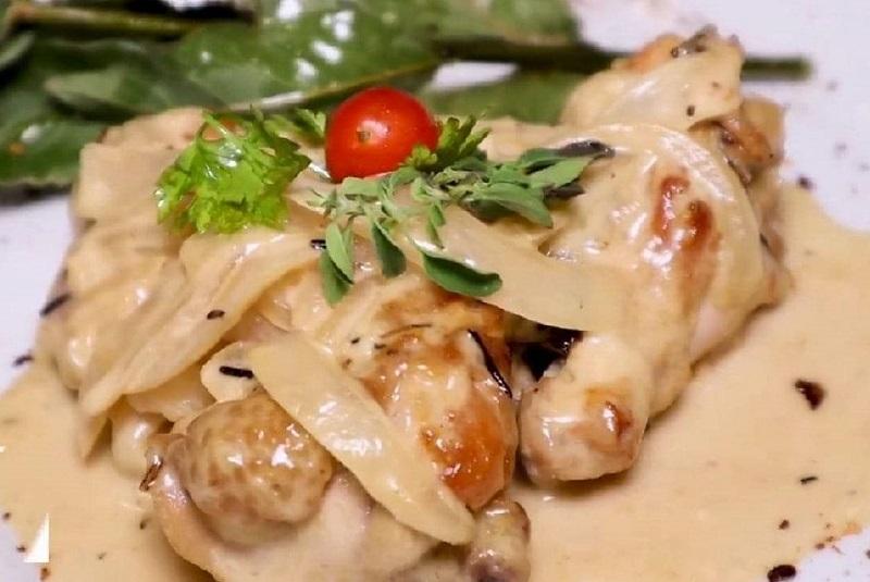 Pollo al vino, el plato preferido de Madame Lynch, recreado por el chef Vidal Domínguez Díaz, en homenaje al Día de la Madre.