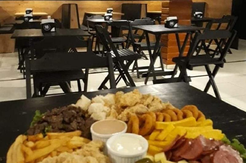 El plato está listo pero el restaurante está cerrado. Habrá que esperar hasta el 15 de junio para la reapertura. Mientras tanto, marcha un delivery. (Foto de Moe´s Bar)