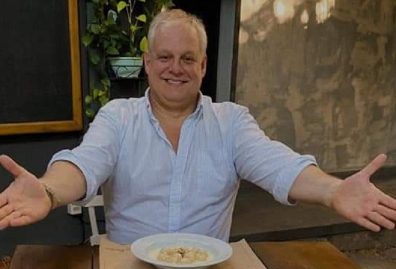 La foto que Jorge Oyenard (Mercado Oyenad) levantó a su faceboo, refleja la actitud con que los restaurantes recibieron a sus clientes en el primer día de la reapertura.
