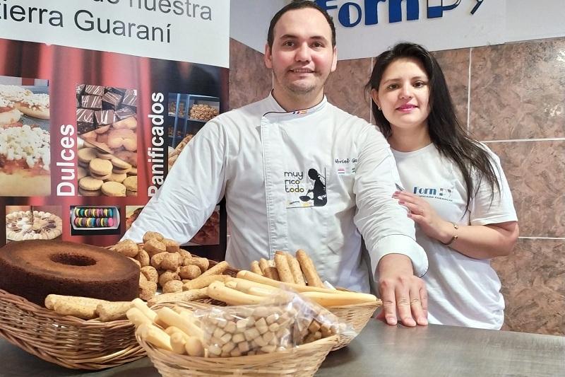 Catalino Gabriel Garay y Graciela Acuña Fernández aparecen promocionando la Primera Feria de Panificados Paraguayos que se realizará en Madrid, España.