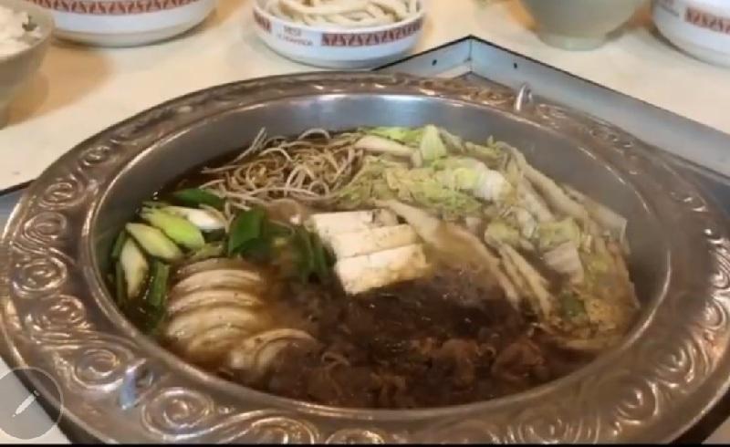 Este plato es el que da nombre al restaurante. Se prepara en la mesa.