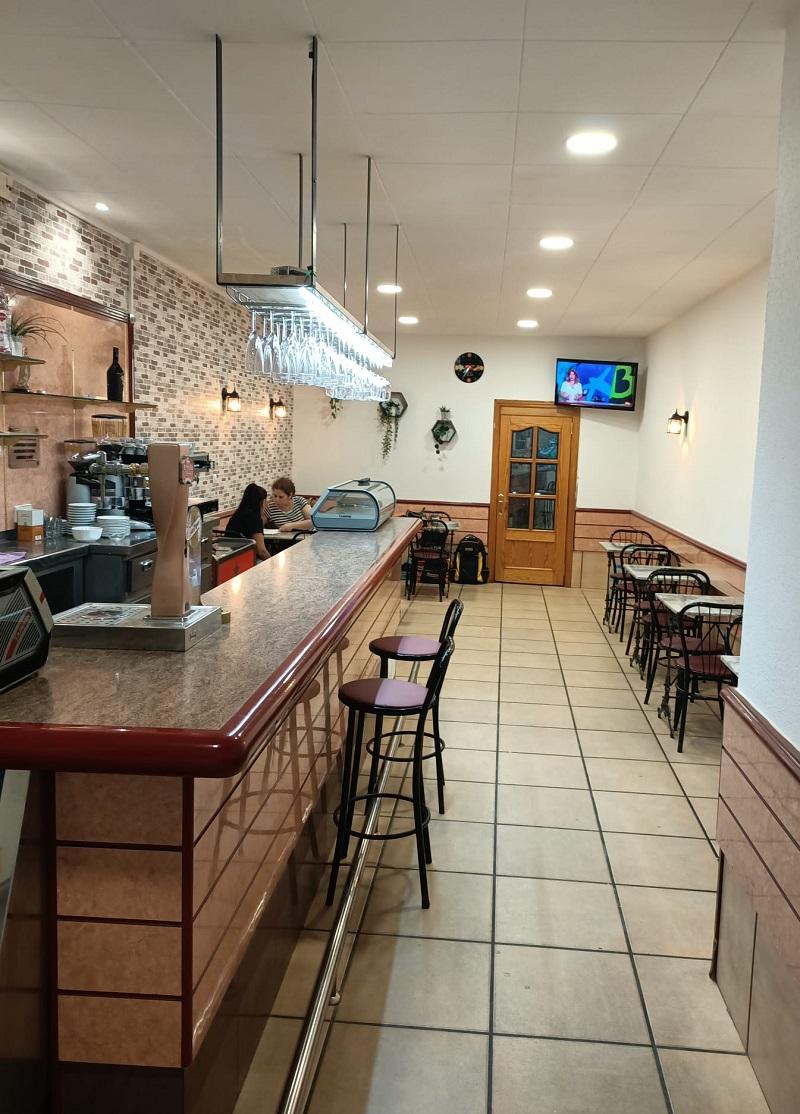 Vista de las instalaciones del Gastrobar Loren. En el salón tienen capacidad para 25 personas y en la terraza para 16.