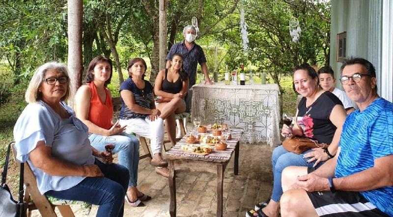Visitantes de Paraguay y el extranjero; de la capital y del interior llegan hasta la compañía Naranjo, en Piribebuy para asistir a esta novedosa actividad.