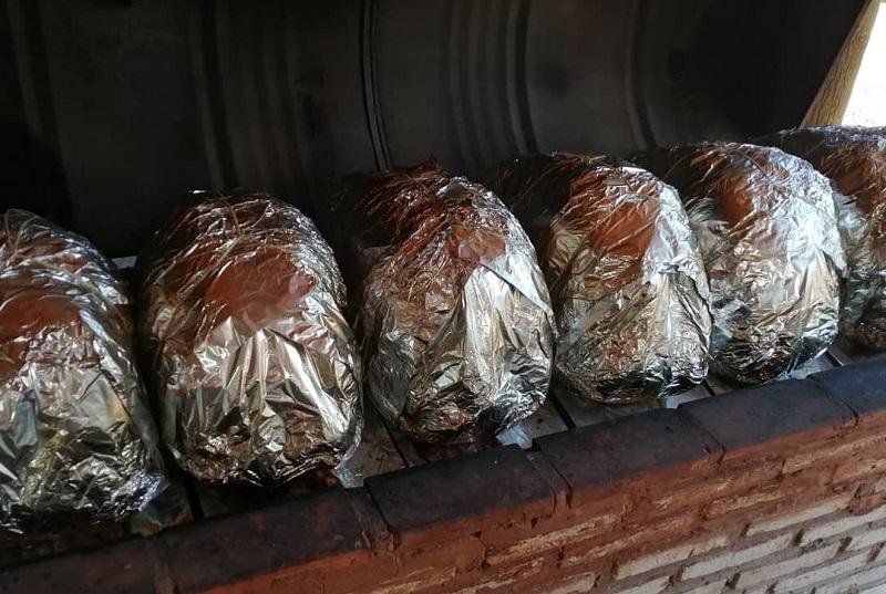 Las cabezas de vaca cocinadas están ya listas para la entrega. Don Sanabria, una charcutería de Luque, vende centenares de estas a la semana. Un negocio impensado que se constituyó en un éxito.