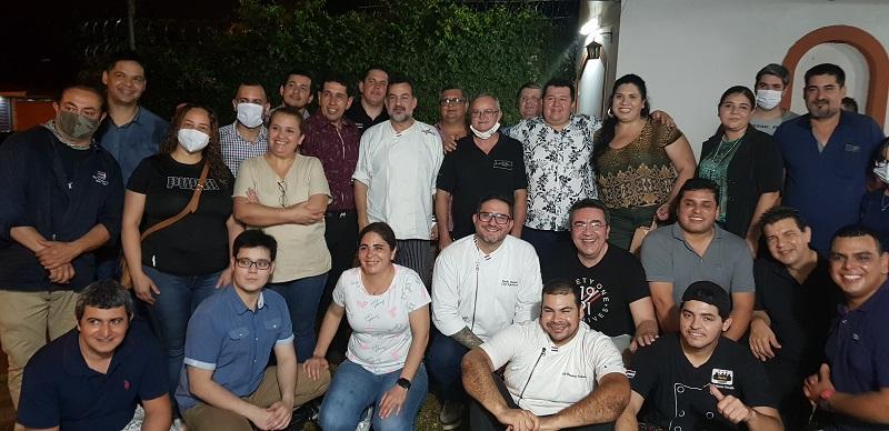 Foto de los asistentes a la primera reunión para la formación de la Asociación de Trabajadores del Sector Gastronómico y Afines.