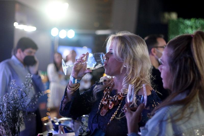 Las mujeres fueron las principales protagonistas, no sólo porque había mayor cantidad de ellas sino que porque además fueron las más curiosas a la hora de degustar los vinos.
