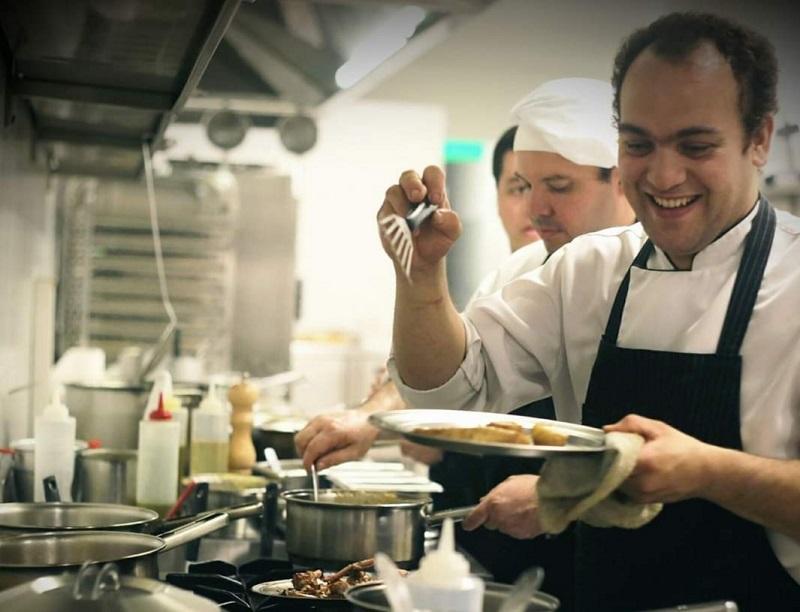 Jesús Romero, cuando trabaja en La Bourgogne, Paraguay y comenzaba a familiarizarse con la gastronomía francesa.