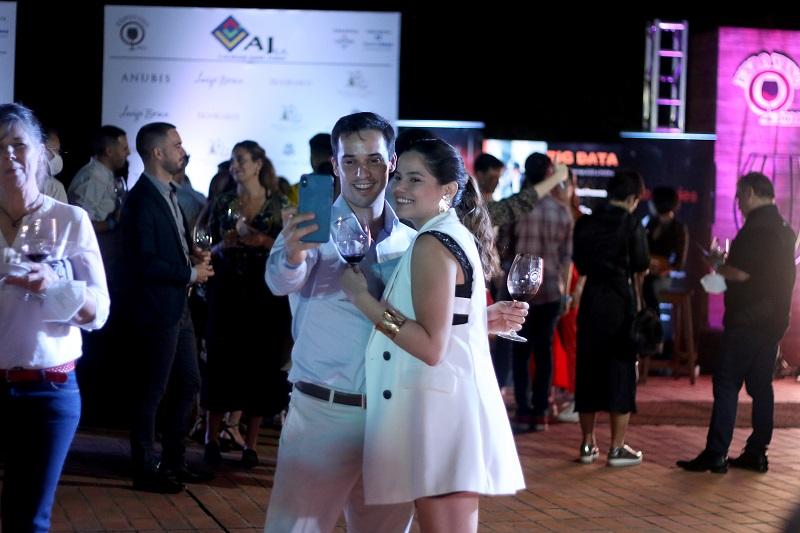 Existe mucho acercamiento e interés de parte de los jóvenes hacia el mundo del vino. En la Expo Vino tuvieron presencia dominante.