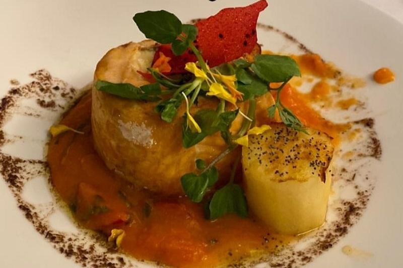 El salmón margarita uno de los platos clásicos de San Pietro Restaurante que reabrió sus puertas tras un año y medio.